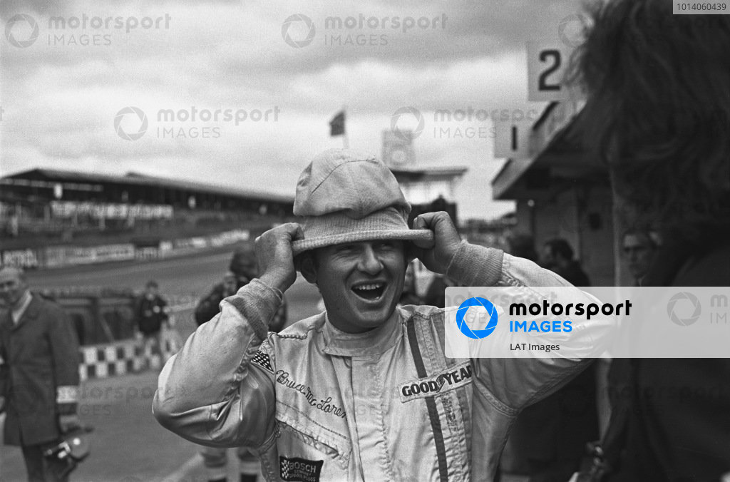 1970 Race of Champions. Brands Hatch, England. 22nd March 1970. Bruce McLaren (McLaren M14A-Ford), retired, portrait. World Copyright: LAT Photographic. Ref:  2917 - 40.