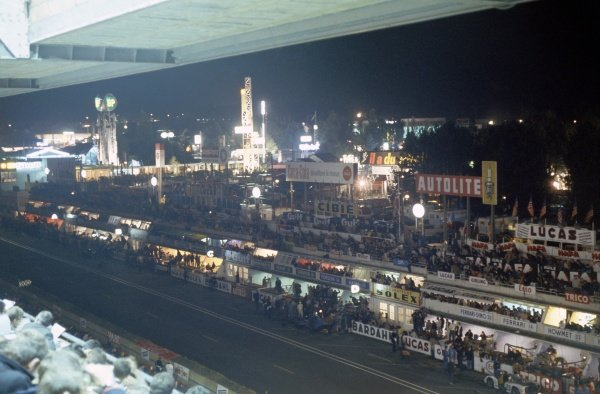 1968 Le Mans 24 hours. Le Mans, France. 28-29 September 1968. The pits at night. World Copyright: LAT Photographic Ref: 68LM38