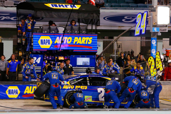 Monster Energy NASCAR Cup Series Ford EcoBoost 400 Homestead-Miami Speedway, Homestead, FL USA Sunday 19 November 2017 Chase Elliott, Hendrick Motorsports, NAPA Chevrolet SS pit stop World Copyright: Russell LaBounty LAT Images