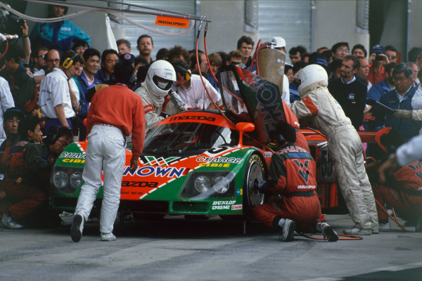 Le Mans, France. 22 - 23 June 1991. Volker Weidler/Johnny Herbert/Bertrand Gachot (Mazda 787B), 1st position, pit stop action.  World Copyright: LAT Photographic. Ref: 91LM04.