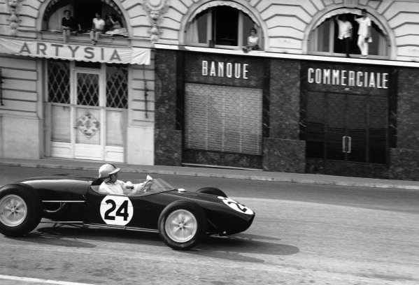 1960 Monaco Grand Prix. Monte Carlo, Monaco. 26th - 29th May 1960. Alan Stacey (Lotus 18 - Climax), retired, action.  World Copyright: LAT Photographic. Ref:  8665A - 16A.