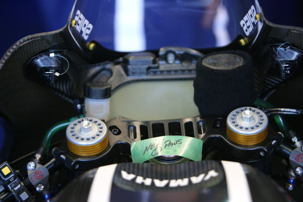 Valencia Test Nov 09-10Ben Spies new 2011 Yamaha M1 with message for new brake pads