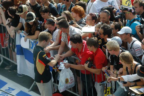 Autodromo Nazionale di Monza, Monza, Italy. 5th September 2013. Davide Valsecchi, Third Driver, Lotus F1, signs an autograph for a fan. World Copyright: Andrew Ferraro/LAT Photographic. ref: Digital Image _Q0C2662