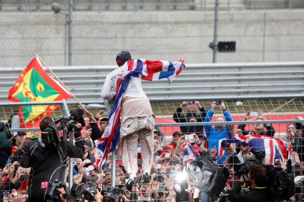 Circuit of the Americas, Austin, Texas, United States of America.  Sunday 25 October 2015. Lewis Hamilton, Mercedes AMG, 1st Position, celebrates with the fans. World Copyright: Andrew Ferraro/LAT Photographic ref: Digital Image _FER0514