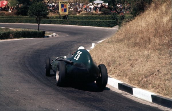 1957 Pescara Grand Prix.Pescara, Italy.16-18 August 1957. Stirling Moss (Vanwall VW5) 1st position.Ref-57 PES 05.World Copyright - LAT Photographic