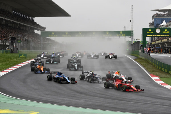 Charles Leclerc, Ferrari SF21, leads Sergio Perez, Red Bull Racing RB16B, Pierre Gasly, AlphaTauri AT02, Fernando Alonso, Alpine A521, Lando Norris, McLaren MCL35M, and the remainder of the field at the start