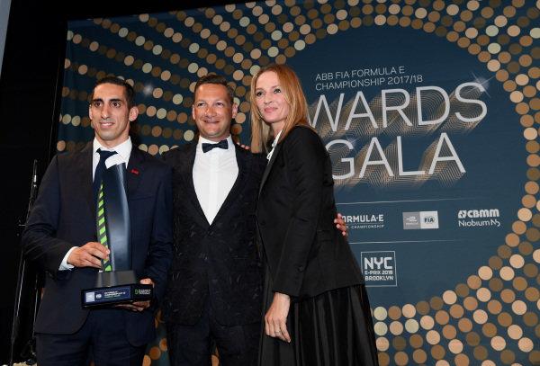 Sébastien Buemi (SUI), Renault e.Dams, Renault Z.E 17, with actress Uma Thurman at the Awards Gala.