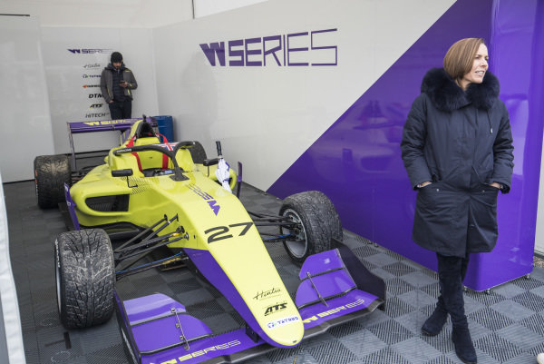 Claire Williams with the car of Alice Powell (GBR)