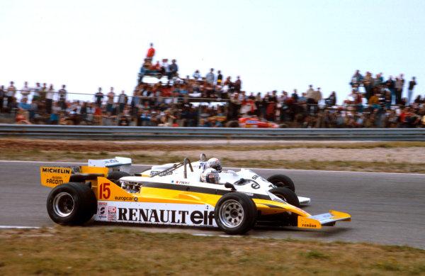 1981 Dutch Grand Prix.Zandvoort, Holland.28-30 August 1981.Alain Prost (Renault RE30) battles with Alan Jones (Williams FW07C Ford).Ref-81 HOL 11.World Copyright - LAT Photographic