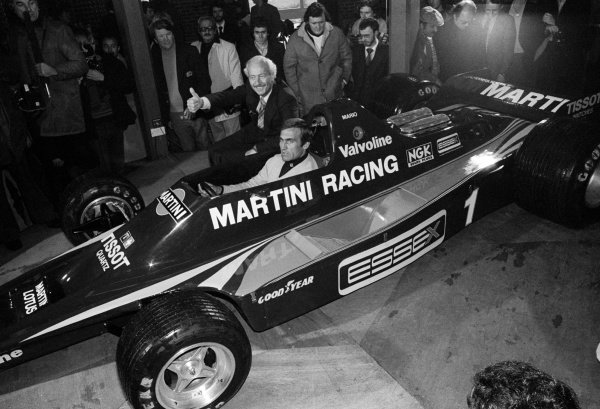 Colin Chapman (GBR) Lotus Team Owner and Carlos Reutemann (ARG) at the Lotus 80 launch.Lotus 80 Launch, Brands Hatch, England c. March 1979.