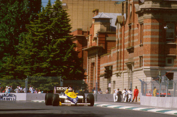 Adelaide, Australia.1-3 November 1985.Keke Rosberg (Williams FW10 Honda) 1st position.Ref-85 AUS 07.World Copyright - LAT Photographic