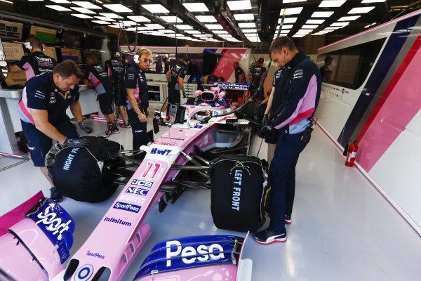 Sergio Perez, Racing Point, in garage
