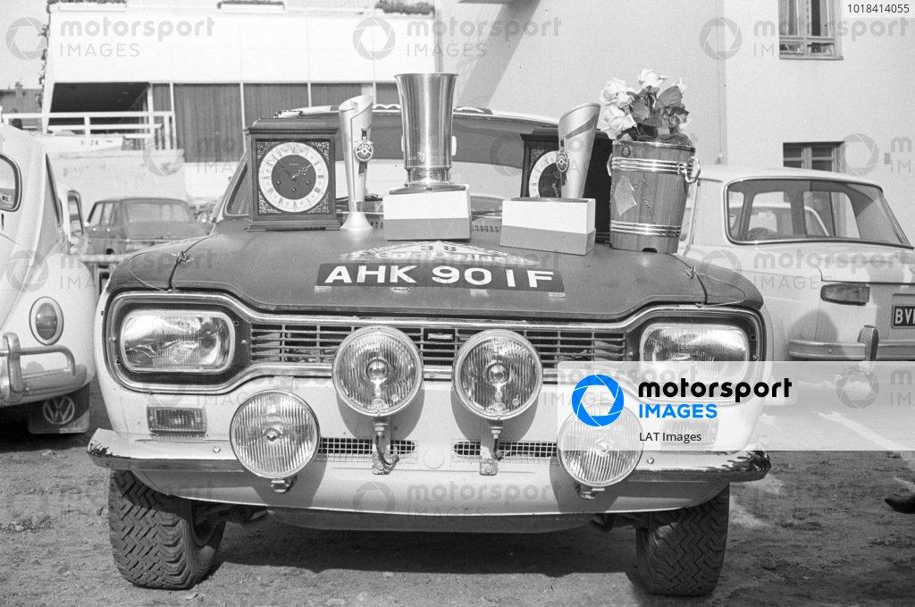 Hannu Mikkola and Anssi Järvi's Ford Escort MkI with trophies.