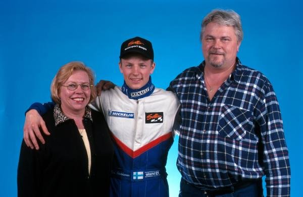 Kimi Raikkonen (FIN) with his mother and father Paula and Matti Raikkonen prior to his debut in single seater racing cars. 