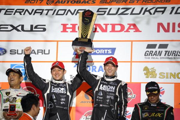 2017 Japanese Super GT Series. Suzuka, Japan. 26th - 27th August 2017. Rd 6.. GT300 Winner Haruki Kurosawa & Naoya Gamou ( #65  LEON CVSTOS AMG ) podium portrait World Copyright: Yasushi Ishihara / LAT Images. Ref: 2017SGT_Rd6_016