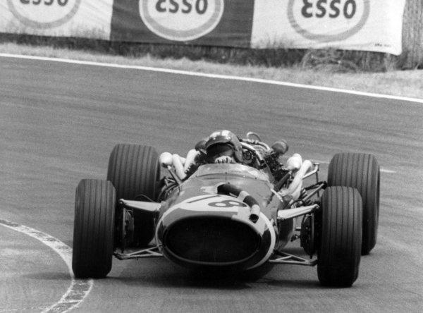 1967 French Grand Prix.Le Mans-Bugatti, France. 2 July 1967.Jo Siffert, Cooper T81-Maserati, 4th position, action.World Copyright: LAT PhotographicRef: Autosport b&w print
