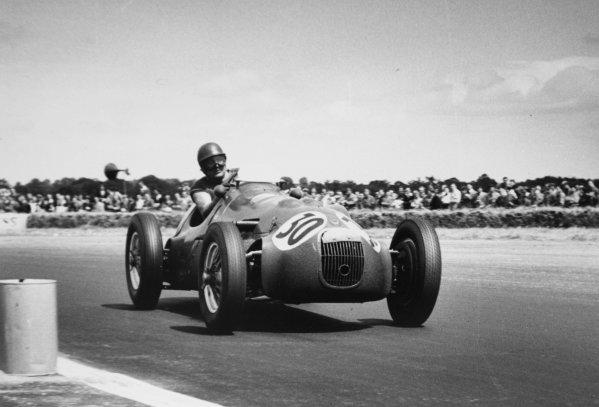 1952 British Grand Prix.Silverstone, Great Britain. 19 July 1952.Duncan Hamilton (HWM 51/52-Alta). Ref-52/36 #8A.World Copyright - LAT Photographic