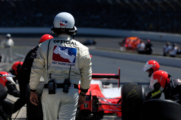 29 May, 2005 Indianapolis Motor Speedway, USAKeeping an eye on the pit work of Team Penske.-F Peirce Williams 2005 USALAT Photographic