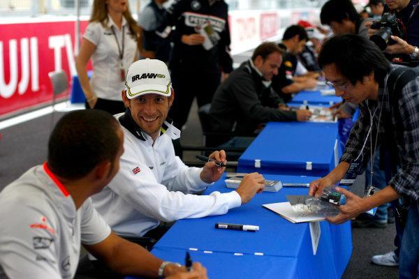 Suzuka Circuit, Suzuka, Japan.1st October 2009.Lewis Hamilton, McLaren MP4-24 Mercedes and Jenson Button, Brawn GP BGP001 Mercedes in the autograph session.World Copyright: Charles Coates/LAT Photographicref: Digital Image _26Y8570