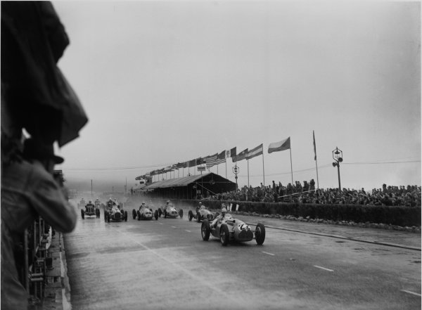 St Helier, Jersey, Channel Islands. 28th April 1949.Louis Chiron (Talbot-Lago), retired leads at the start of the race, action.World Copyright: LAT Photographic.Ref: Autocar Glass Plate C24069.