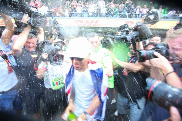 Autodromo Hermanos Rodriguez, Mexico City, Mexico. Sunday 29 October 2017. Lewis Hamilton, Mercedes AMG, sprays Champagne at photographers in celebration of securing his 4th world drivers championship title. World Copyright: Charles Coates/LAT Images  ref: Digital Image DJ5R7724