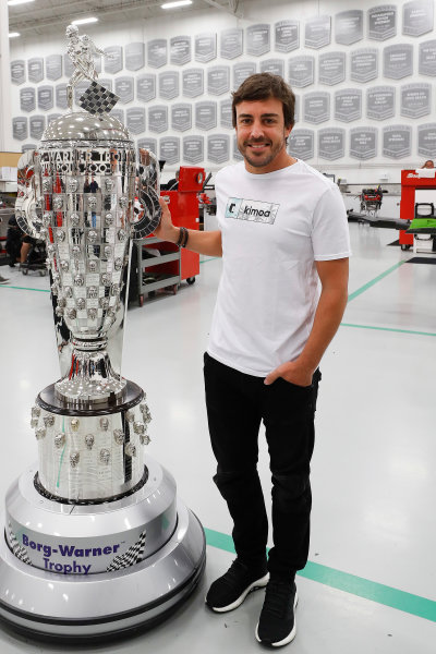 2017 Verizon IndyCar Series Fernando Alonso Seat Fitting at Andretti Autosport Indianapolis, Indiana, USA Monday 24 April 2017 Fernando Alonso with the Borg-Warner Trophy World Copyright: Michael L. Levitt LAT Images