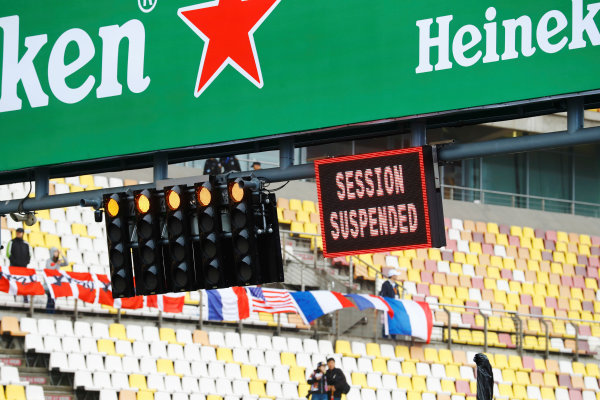 Shanghai International Circuit, Shanghai, China.  Friday 07 April 2017. A board signals that the FP1 session is suspended; owing to the medical helicopter being unable to land in the designated hospital in Shanghai. World Copyright: Steven Tee/LAT Images ref: Digital Image _R3I1748