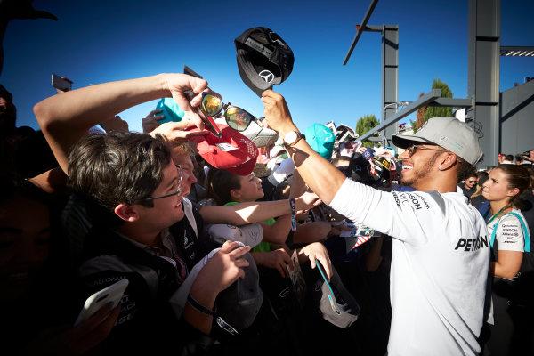 Circuit of the Americas, Austin Texas, USA. Saturday 22 October 2016. Lewis Hamilton, Mercedes AMG, signs autographs for fans. World Copyright: Steve Etherington/LAT Photographic ref: Digital Image SNE10040