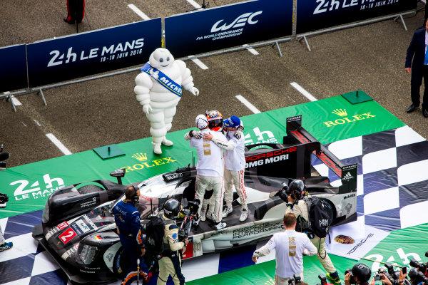 2016 Le Mans 24 Hours. Circuit de la Sarthe, Le Mans, France. Sunday 19 June 2016. Porsche Team / Porsche 919 Hybrid - Romain Dumas (FRA), Neel Jani (CHE), Marc Lieb (DEU).  World Copyright: Zak Mauger/LAT Photographic ref: Digital Image _79P9003