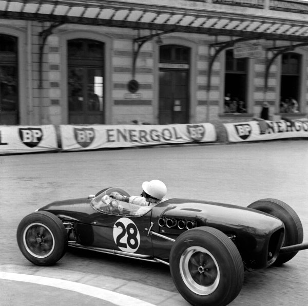 1960 Monaco Grand Prix.Monte Carlo, Monaco.26-29 May 1960.Stirling Moss (Lotus 18 Climax) 1st position at station hairpin.Ref-6462B/W.World Copyright - LAT Photographic