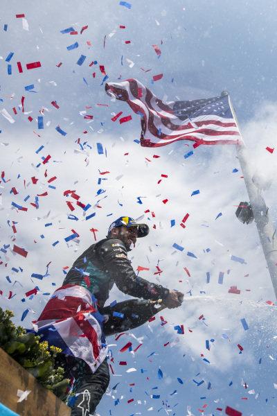 Sam Bird (GBR), Jaguar Racing , 1st position, sprays the victory Champagne as confetti falls