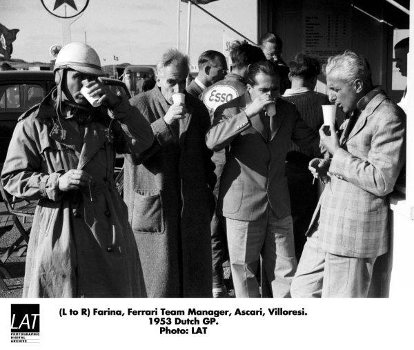 1953 Dutch Grand Prix.Zandvoort, Holland. 5-7 June 1953.The Ferrari team have a drink, left to right: Giuseppe Farina, a team member, Alberto Ascari and Luigi Villoresi.World Copyright - LAT Photographic