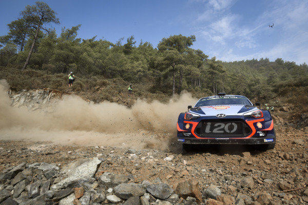 Thierry Neuville, Hyundai Motorsport, Hyundai i20 Coupé WRC 2018, amid the big rocks on Rally Turkey