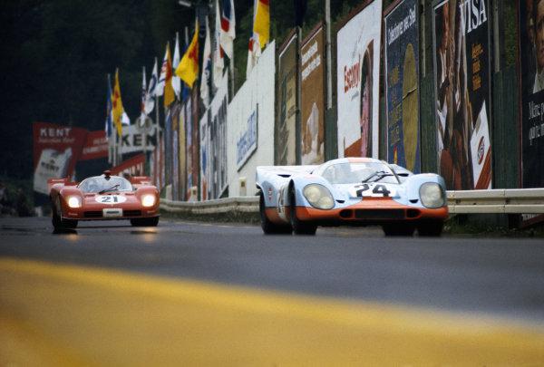 Jo Siffert / Brian Redman, J. W. Automotive Engineering, Porsche 917K 014 leads Peter Schetty / Arturo Merzario, Spa Ferrari SEFAC, Ferrari 512 S 1044.