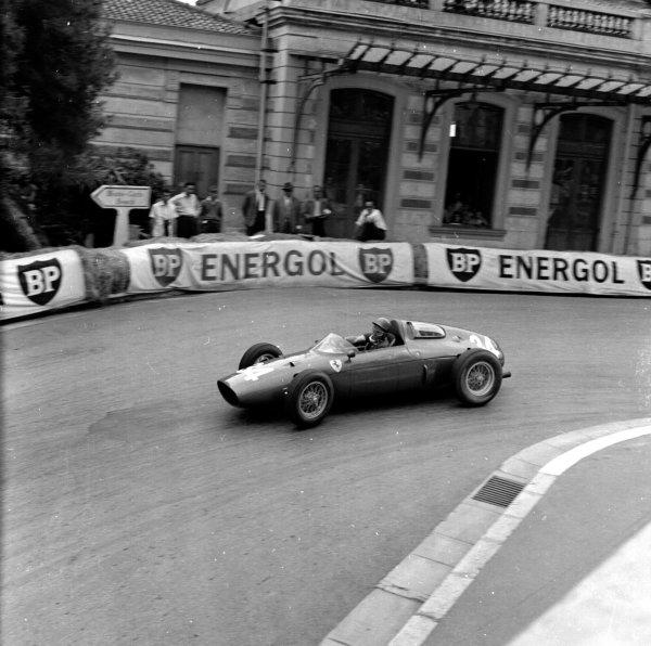 1960 Monaco Grand Prix.Monte Carlo, Monaco.26-29 May 1960.Richie Ginther (Ferrari Dino 246P) 6th position.Ref-6488.World Copyright - LAT Photographic