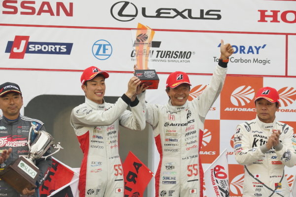 GT300 Winner Shinichi Takagi & Nirei Fukuzumi, Autobacs Racing Team Aguri Honda NSX GT3, celebrate on the podium