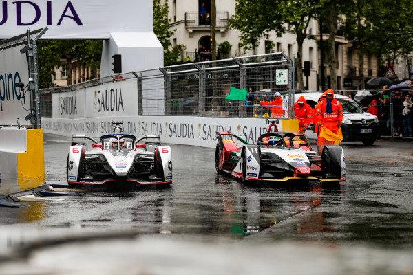 Maximillian Gunther (DEU), GEOX Dragon Racing, Penske EV-3, battles with Lucas Di Grassi (BRA), Audi Sport ABT Schaeffler, Audi e-tron FE05