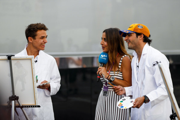 Lando Norris, McLaren and Carlos Sainz Jr, McLaren paint for a TV feature