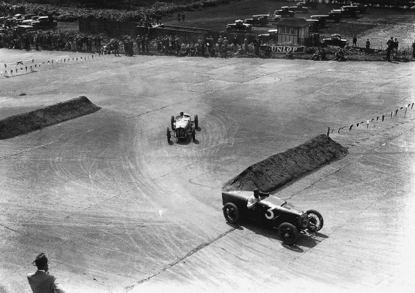 Brooklands, Great Britain.7 August 1926.George Eyston (Aston-Martin GP) leads Robert Senechal/Louis Wagner (Delage 15S8). Senechal/Wagner finished in 1st position. World Copyright: LAT Photographic. Ref: Autocar Glass Plate A6511.