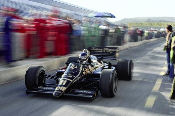 Johnny Dumfries, Lotus 98T Renault.