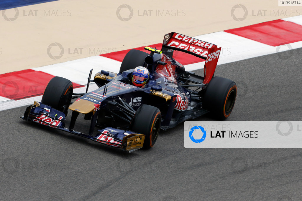 Bahrain International Circuit, Sakhir, Bahrain Friday 19th April 2013 Daniel Ricciardo, Toro Rosso STR8 Ferrari.  World Copyright: Charles Coates/LAT Photographic ref: Digital Image _N7T0494