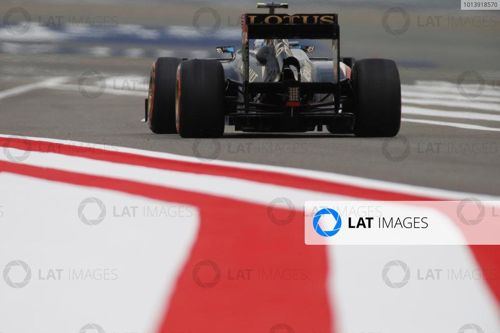 Bahrain International Circuit, Sakhir, Bahrain Friday 19th April 2013 Romain Grosjean, Lotus E21 Renault.  World Copyright: Glenn Dunbar/LAT Photographic ref: Digital Image _89P0069