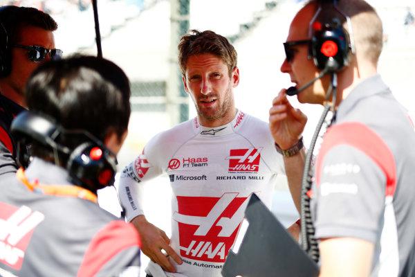 Suzuka Circuit, Japan. Sunday 08 October 2017. Romain Grosjean, Haas F1, on the grid. World Copyright: Andy Hone/LAT Images  ref: Digital Image _ONZ3983