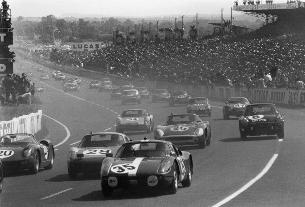 Le Mans, France. 20th - 21st June 1964. Herbert Muller/Jean Sage (Porsche 904 GTS), 11th position, at the start, action. World Copyright: LAT Photographic. Ref: L64 - 183 - 5