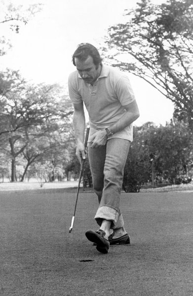 Clay Regazzoni relaxes by playing golf before the race, portrait. World Copyright: LAT Photographic.Ref:  B/W Print.