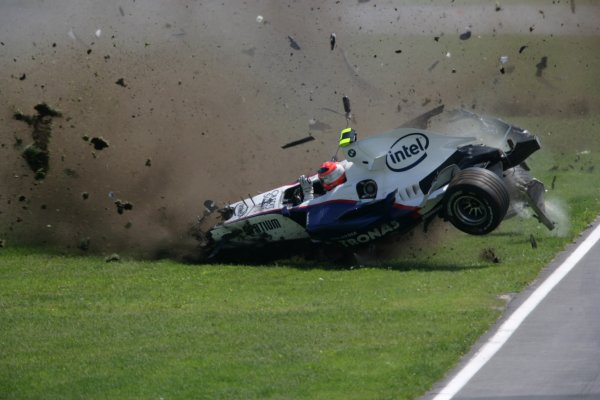 2007 Canadian Grand Prix - Sunday RaceMontreal, Canada.10th June 2007.Robert Kubica, BMW Sauber F1 07. Crashes heavily during the race. Action. World Copyright: Andrew Ferraro/LAT Photographicref: Digital Image VY9E5900