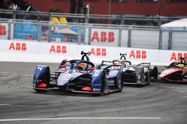 Robin Frijns (NLD), Envision Virgin Racing, Audi e-tron FE07, leads Stoffel Vandoorne (BEL), Mercedes Benz EQ, EQ Silver Arrow 02