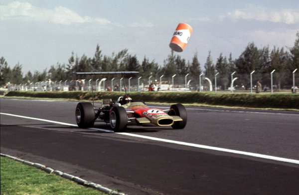 1968 Mexican Grand Prix.Mexico City, Mexico.1-3 November 1968.Jackie Oliver (Lotus 49B Ford) 3rd position.Ref-68 MEX 09.World Copyright - LAT Photographic