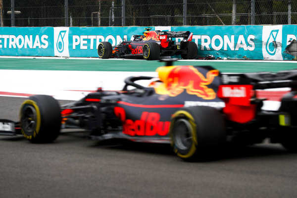 Alexander Albon, Red Bull RB15 crashes in FP2 as Max Verstappen, Red Bull Racing RB15 drives past