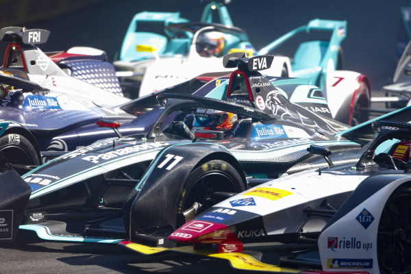 Robin Frijns (NLD), Envision Virgin Racing, Audi e-tron FE05, Mitch Evans (NZL), Panasonic Jaguar Racing, Jaguar I-Type 3 and Lucas Di Grassi (BRA), Audi Sport ABT Schaeffler, Audi e-tron FE05 all go side by side